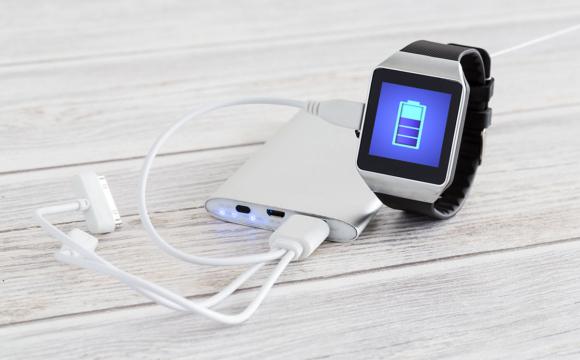 Smart watch charging with energy bank